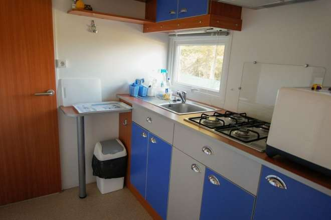 Kitchen with gas hob -
